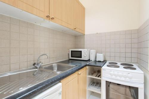 201 Kitchen W1U - 42 Gloucester place Room-201 6743
