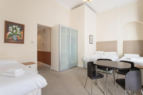 210 Family Private W1U - 42 Gloucester place Room-208 6826